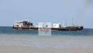 oil boat IMG_8384